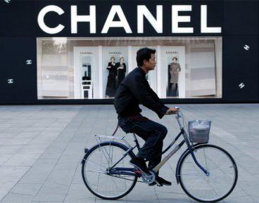 Chanel fait partie des 75 maisons de luxe françaises qui forment le Comité Colbert.